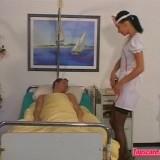 Verpleegster zuigt patient af