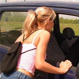 Liftstertje stapt in de verkeerde auto